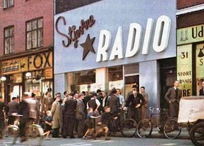 Stjerne radio i farver (2)